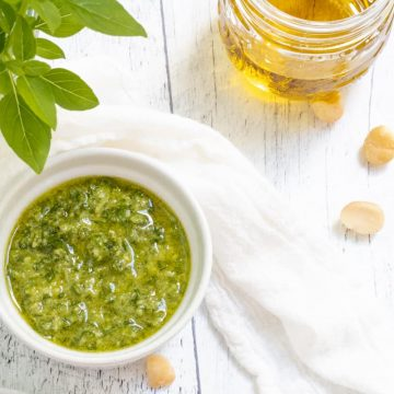 macadamia nut pesto with basil, olive oil and macadamia nuts